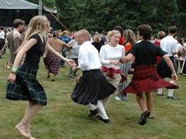 Na Sychrově vás naučí skotské a irské tance