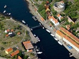 Průliv mezi ostrůvky souostroví Ertholmene, severně od Bornholmu