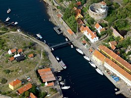 Pr�liv mezi ostr�vky souostrov� Ertholmene, severn� od Bornholmu