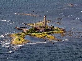 Maják v průlivu Kalmar mezi švédskou pevninou a ostrovem Oland