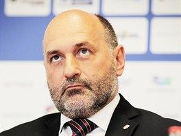 ZAMYŠLENÝ. Majitel plzeňského klubu Tomáš Paclík na tiskové konferenci.