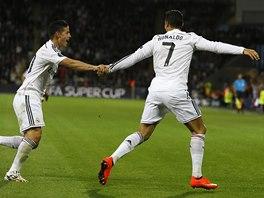 HVĚZDNÉ DUO. Cristiano Ronaldo a James Rodríguez z Realu Madrid se v utkání o