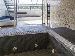 Relaxační zóna v přízemí nabízí i Whirlpool.