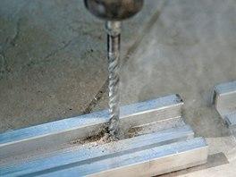 Podkladová konstrukce se k povrchu připevňuje vruty.