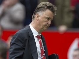 ZKLAMÁNÍ. Louis van Gaal, nový kouč Manchesteru United, musel na úvod Premier...