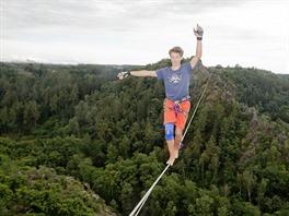 Danny Menšík v loňském roce přešel po laně 208 metrů údolí Divoké Šárky
