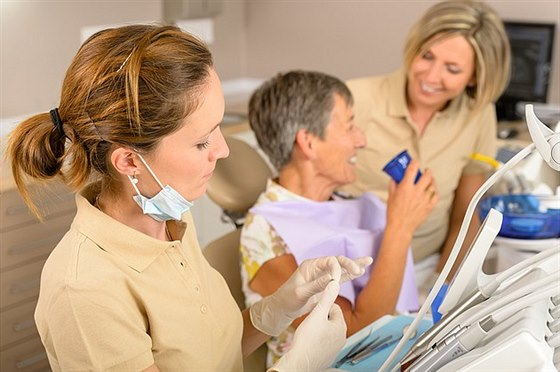 Vyzrajte na bolest zub� pomoc� babsk�ch rad