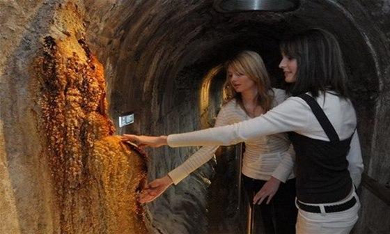 Průvodce vás zavede do podzemí karlovarského Vřídla