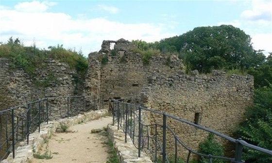 Do programu Hradoz�meck� noci 2014 se zapoj� tak� z��cenina hradu Cimburk.