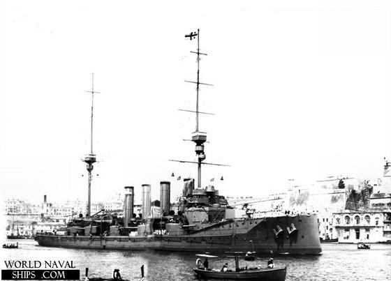 Britský soupeř Zenty, pancéřový křižník Defence.