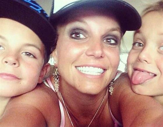 Britney Spears zveřejnila selfie se svými dvěma syny.