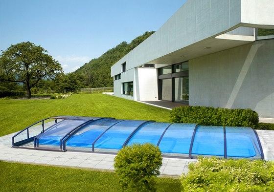 Zastřešení bazénu dovoluje prodloužit sezónu koupání klidně i na sedm měsíců.