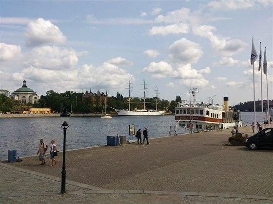 Běh přes Gamla Stan - výhled na ostrov Skeppsholmen