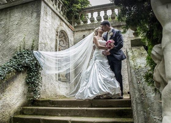 Novomanželé Roman a Marcela Fojtovi si řekli své ano na zámku v Buchlovicích.