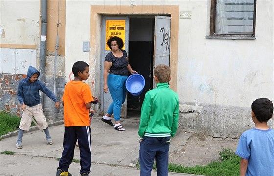 Kada� poskytuje chud�m lidem v akutn� bytov� nouzi azylov� bydlen� v lokalit�...