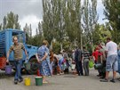 Fronta na vodu v obleženém Doněcku (24. srpna 2014)