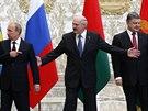 Summit v Minsku. Zleva: ruský prezident Vladimir Putin, běloruský prezident...