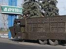 Opancéřovaný náklaďák ukrajinské armády u Mariupolu (28. srpna 2014)