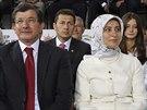 Budoucí premiér Turecka Ahmet Davutoglu s manželkou Sarou na sjezdu AKP (27....