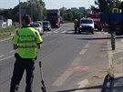 Při nehodě motocyklu s nákladním autem v Radotíně byla těžce zraněna...