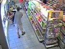 Dvojice, která kradla v benešovské drogerii (25.7.2014)