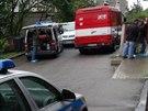Policisté v pražské Michli vyšetřují incident, kdy neznámý muž polil u výtahu...