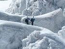 Většinu cest na oba vrcholky pokrývá sníh a led.