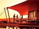 Hotel Al Maha v Dubaji je dobrá volba pro ty, kte�í si potrpí na luxus. Krom�...