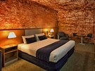 Desert Cave se nachází mezi australskými m�sty Adelaide a Alice Springs a...