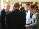 Expremiér Mirek Topolánek (vlevo) před soudním jednáním s lobbistou Markem...