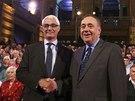 Někdejší britský ministr financí Alistair Darling (vlevo) se v televizní debatě...
