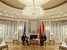 Ukrajinský prezident Petro Porošenko jedná v Minsku se svým běloruským