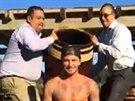 Výzvu ice bucket challenge přijal taky David Beckham a nominoval svou ženu.
