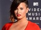 Na dekolt vsadila i Demi Lovato