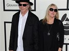 Na letošní ceny Grammy přišli Neil Young s manželkou Pegi ještě ruku v ruce.