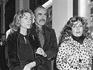Sean Connery s here�kou Lauren Bacallovou (vlevo) a svou man�elkou Micheline...