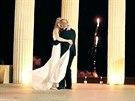 Svatbu i líbánky na Rhodosu zaplatila páru letecká společnost Thomas Cook,...