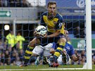 RYCHLE, JE�T� TO ZKUSME. Aaron Ramsey pr�v� sn�il a dal Arsenalu nad�ji. Proto...