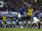 VYROVNÁNO. Olivier Giroud dává druhý gól Arsenalu na hřišti Evertonu. Hosté...