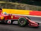 V RYCHLOSTI. Fernando Alonso na okruhu v belgickém Spa.
