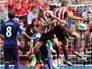 Jack Rodwell ze Sunderlandu skóruje v utkání s  Manchesterem United.