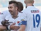 Ostravští fotbalisté se radují z gólu. Na fotografii Davor Kukec.