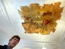 Zástupce majitele hradu Jan Holoubek ukazuje návštěvníkům rokokový sál a...
