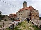 Rekonstrukce hradu a zámku v Libé stále pokračuje.