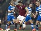 Sparťanský kapitán David Lafata proniká obranou Zwolle.