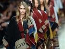 Pončo se stalo hlavním módním trendem sezony podzim - zima 2014/2015. Ty...