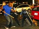 Protesty na předměstí St. Louis ve státě Missouri trvají už přes týden (19....