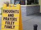Před obchodem v Rochesteru, kde žijí rodiče zavražděného vojáka Jamese Foleyho,...