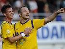 Střelec teplického gólu Egon Vůch (vlevo) se raduje se spoluhráčem Tomášem...