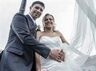 Novomanželé Roman a Marcela Fojtovi si krátce po obřadu dopřáli let balónem.